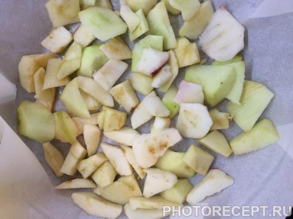 Фото рецепта - Шарлотка с корицей и грецкими орехами - шаг 2