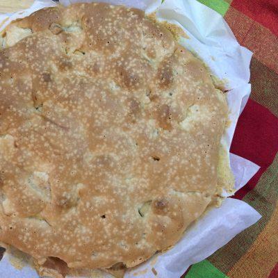 Шарлотка с корицей и грецкими орехами - рецепт с фото