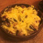Картошка запеченная с грибами и мясом в горшочках