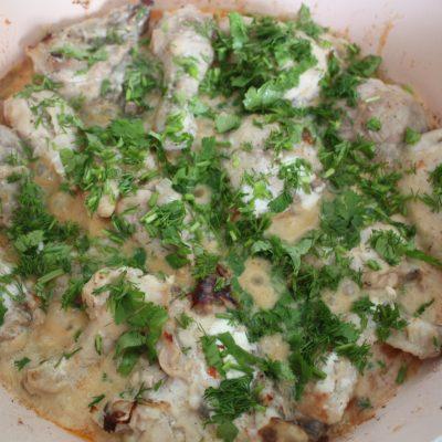 Курица тушеная в сметане - рецепт с фото