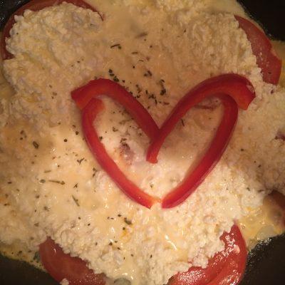 Творожный омлет с помидорами - рецепт с фото