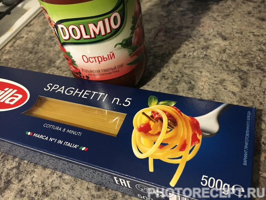 Фото рецепта - Паста с острым соусом и фаршем - шаг 1