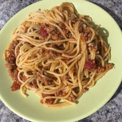 Паста с острым соусом и фаршем - рецепт с фото