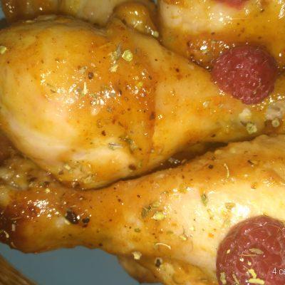 Куриная голень, запеченая в малиново-медовом соусе барбекю - рецепт с фото