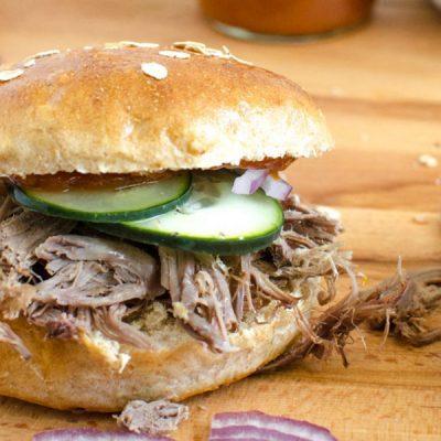 Бутерброды со свининой и овощами - рецепт с фото