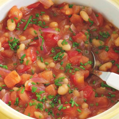 Фасоль, запеченная с томатами в соусе - рецепт с фото
