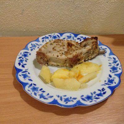 Стейк из свинины на кости - рецепт с фото