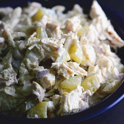 Куриный салат с солеными огурцами - рецепт с фото