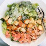 Легкий салат «Цезарь» с семгой