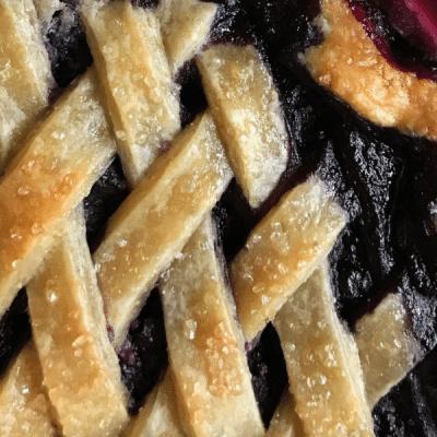 Пирог «Ягодное лукошко» с ликёром - рецепт с фото