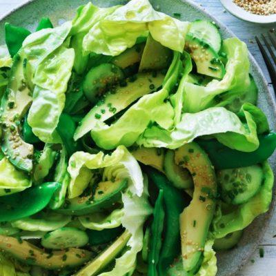 Постный зеленый салат из огурца и авокадо - рецепт с фото