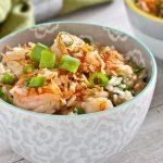 Рисовый салат с креветками и зеленым горошком