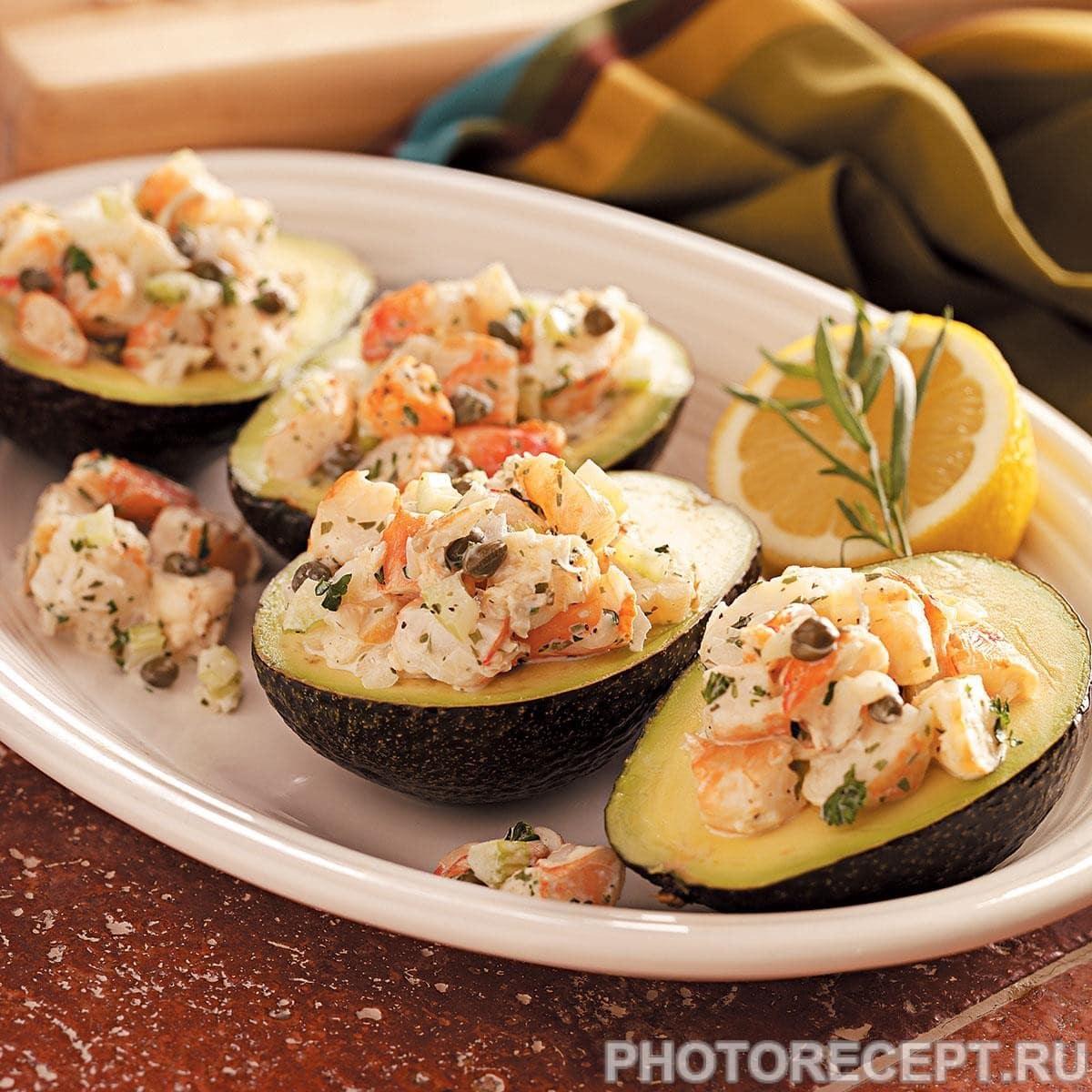 Салат из авокадо с креветками и сельдереем