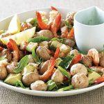 Салат из маринованных шампиньонов с авокадо и креветками