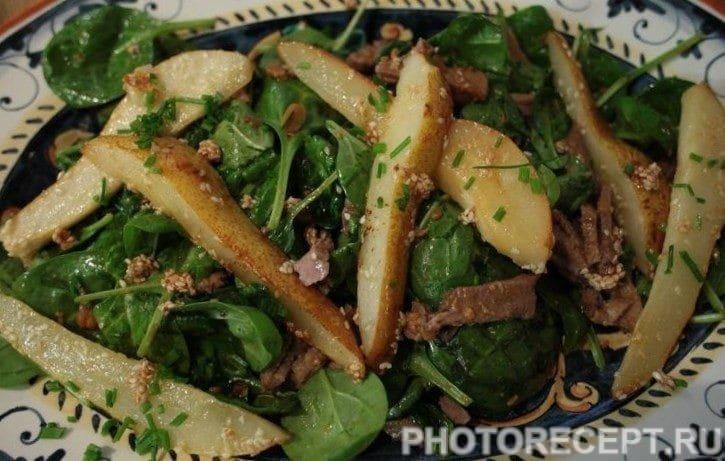 Салат с карамелизованной грушей и говяжьим языком по-японски