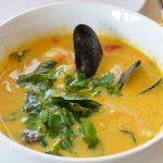 Тайский суп с морепродуктами и рисовой лапшой