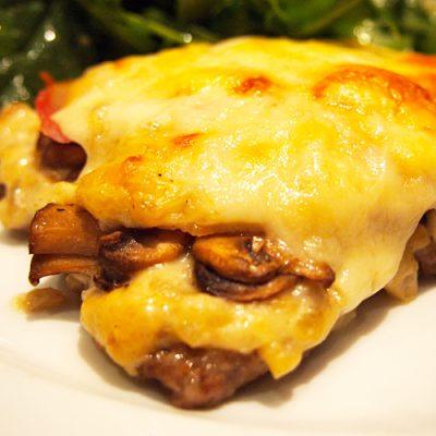 Запеченная телятина «Скаллопини» с шампиньонами - рецепт с фото