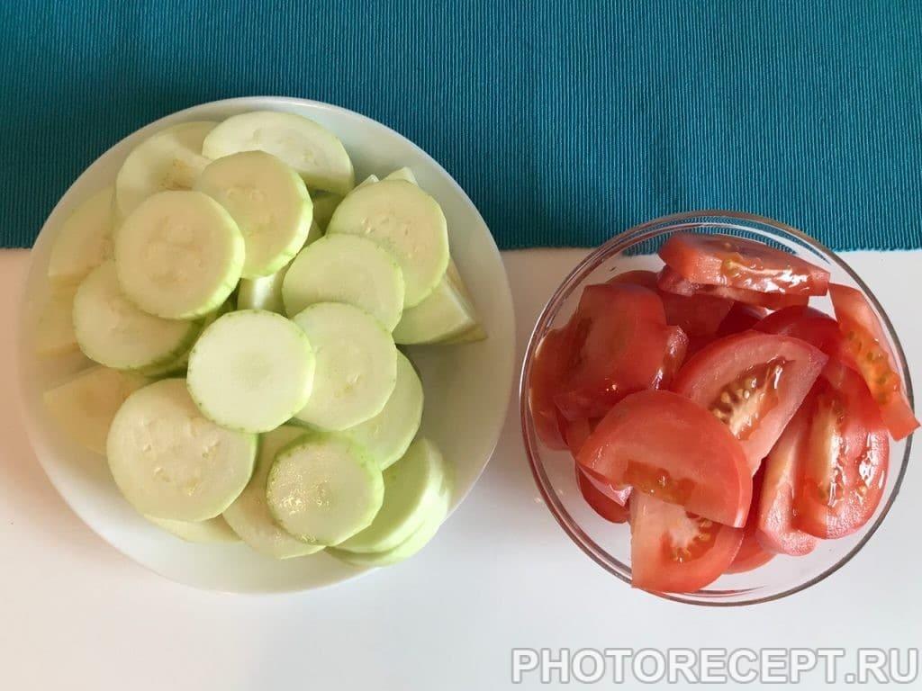 Фото рецепта - Сочная курочка с помидорами и кабачками в духовке - шаг 3