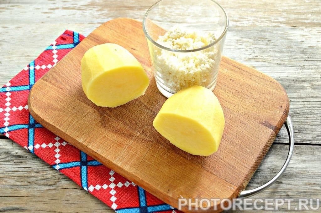 Фото рецепта - Оладьи из картофеля и творога - шаг 1