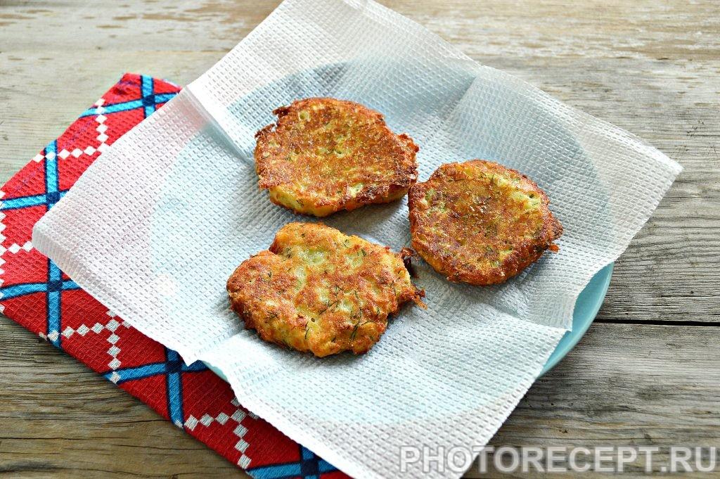 Фото рецепта - Оладьи из картофеля и творога - шаг 5