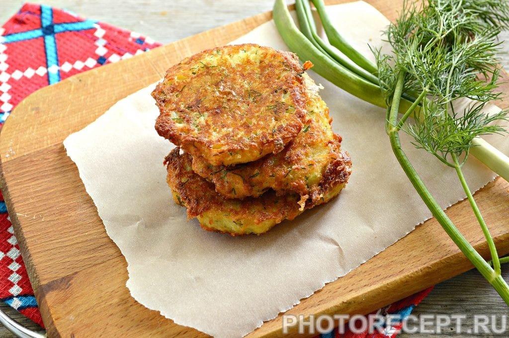 Фото рецепта - Оладьи из картофеля и творога - шаг 6