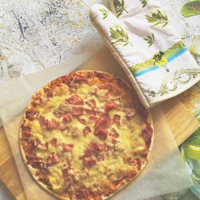 Пицца «Успевайка» с ветчиной и сыром - рецепт с фото
