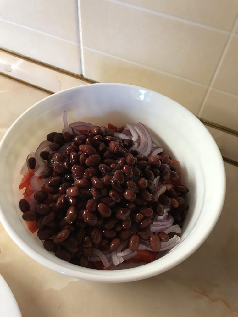 Фото рецепта - Салат «Фасолька» - шаг 4