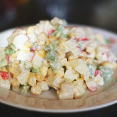 Салат из крабовых палочек и сельдерея - рецепт с фото