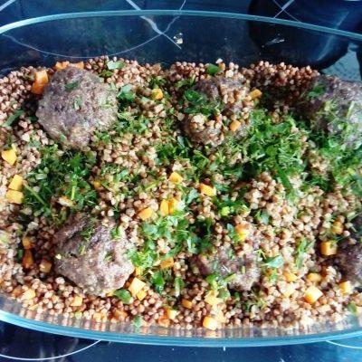 Котлеты  с гречневой крупой в духовке - рецепт с фото