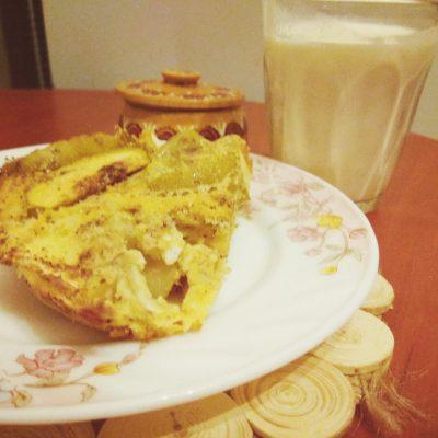 Шарлотка на кукурузной муке с корицей - рецепт с фото
