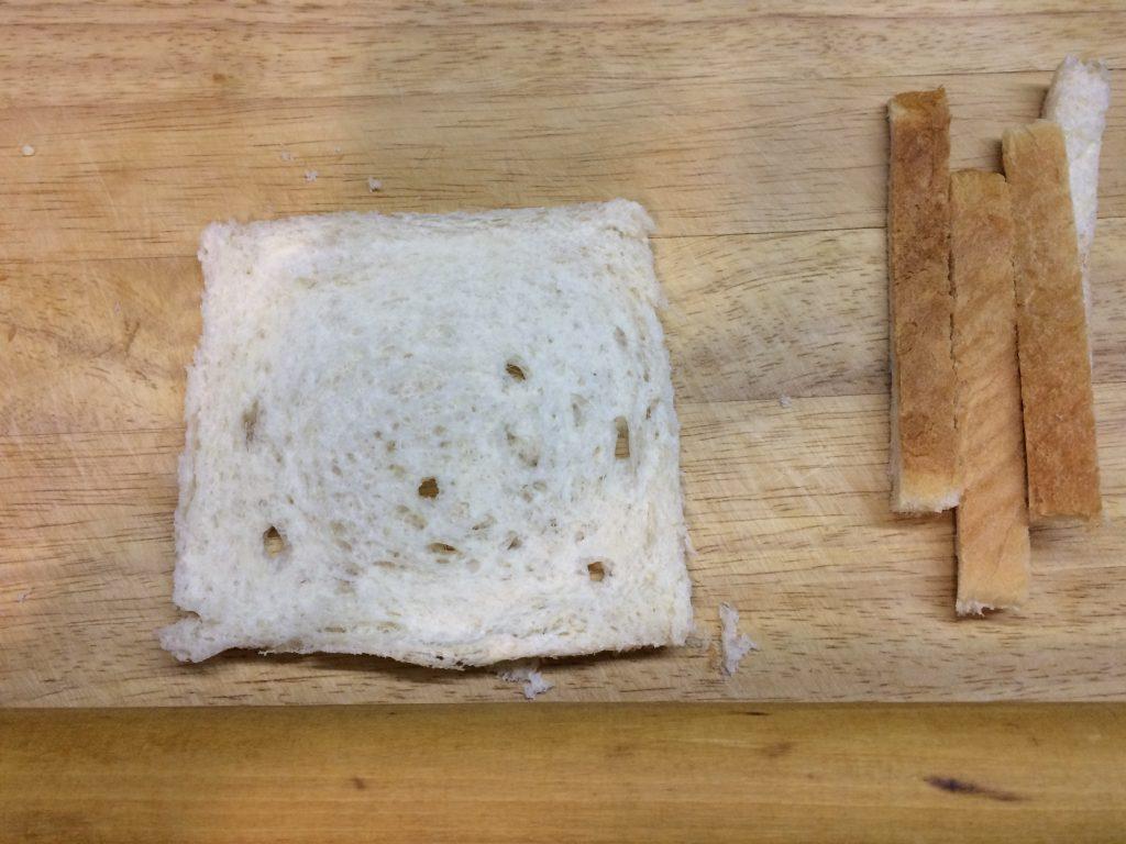 Фото рецепта - Сендвичи с яйцом, капустой и сыром - шаг 3