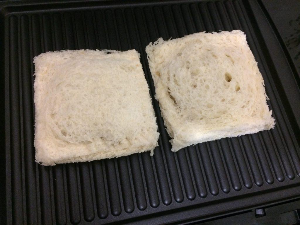 Фото рецепта - Сендвичи с яйцом, капустой и сыром - шаг 5