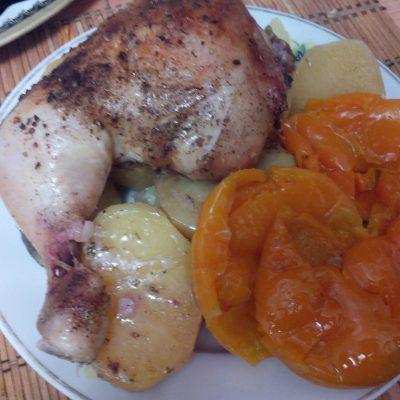 Ароматная курица в духовке с картошкой - рецепт с фото