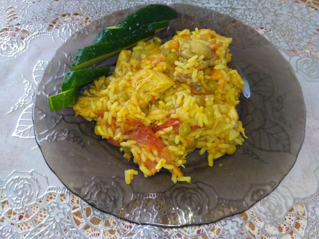 Фото рецепта - Паэлья с курицей и зелёным горошком - шаг 6
