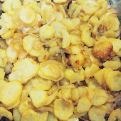 Печеный картофель с луком и красным перцем - рецепт с фото