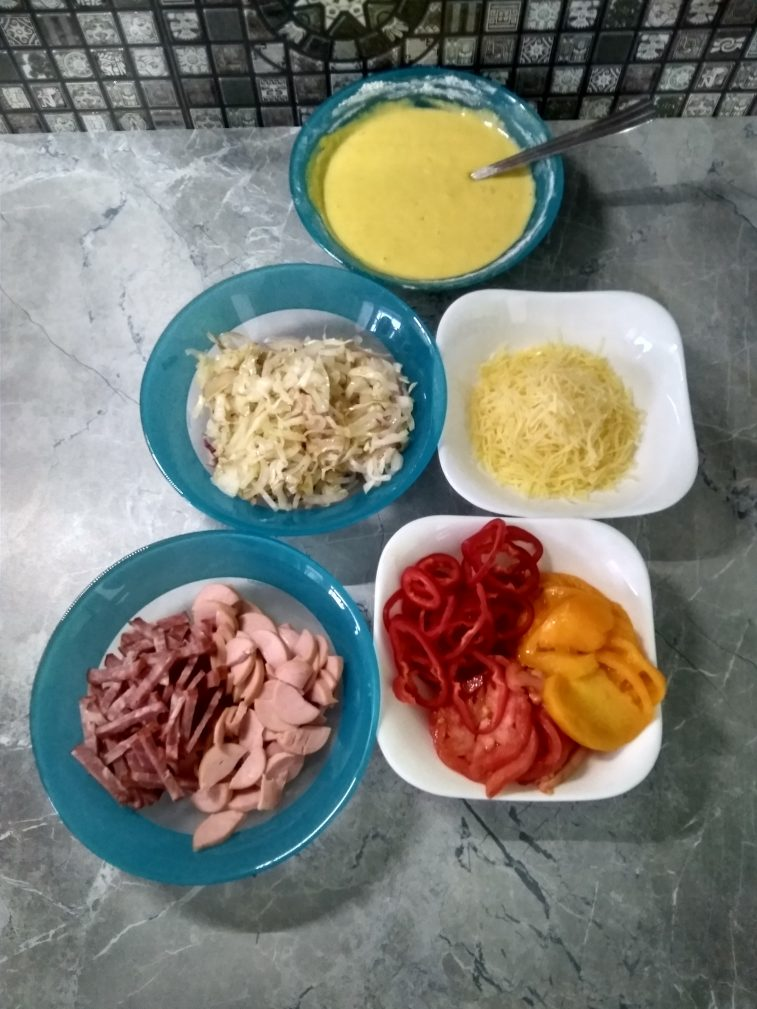 Фото рецепта - Пицца на сметанном тесте на сковороде - шаг 4