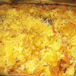 Филе минтая под соусом с овощами и с сыром