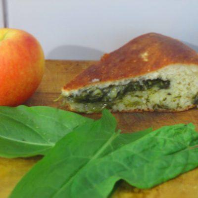 Фото рецепта - Сладкий пирог со щавелем - шаг 5