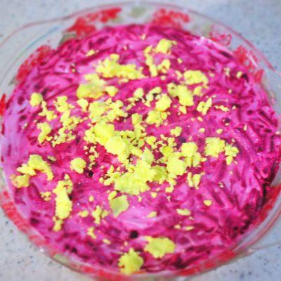 Салат сельдь под шубой из консервов - рецепт с фото
