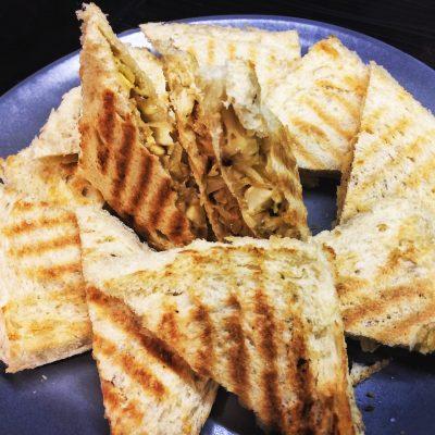 Сендвичи с яйцом, капустой и сыром - рецепт с фото