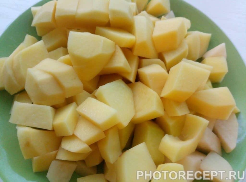 Фото рецепта - Легкий суп с фрикадельками и шампиньонами - шаг 1