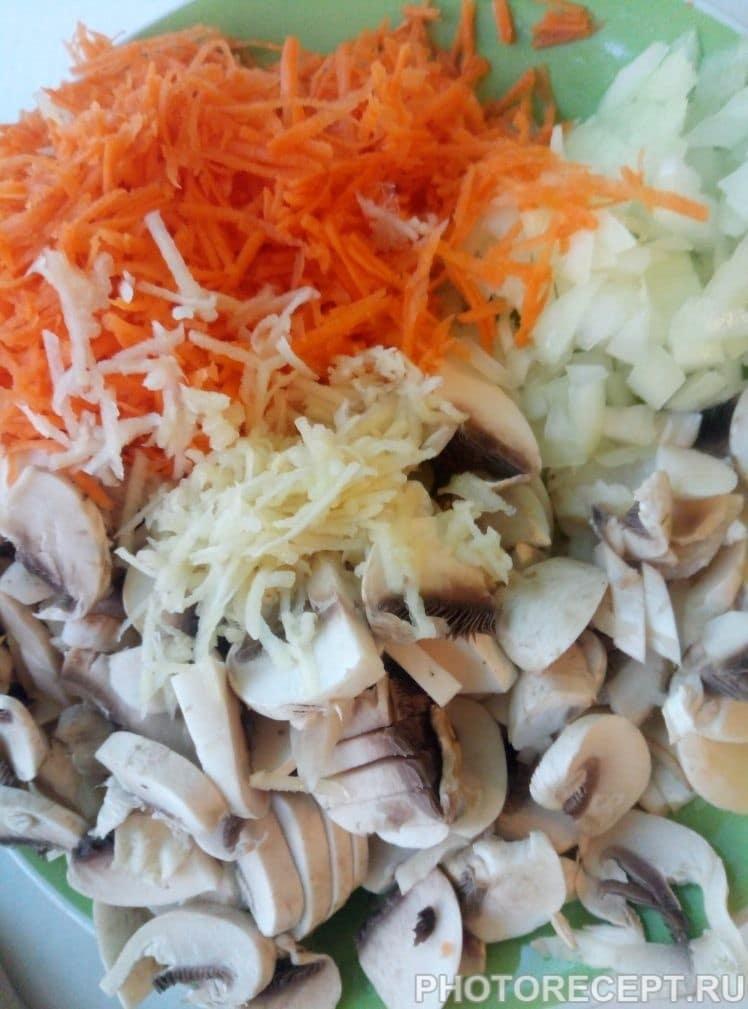 Фото рецепта - Легкий суп с фрикадельками и шампиньонами - шаг 2