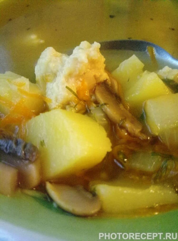 Фото рецепта - Легкий суп с фрикадельками и шампиньонами - шаг 6
