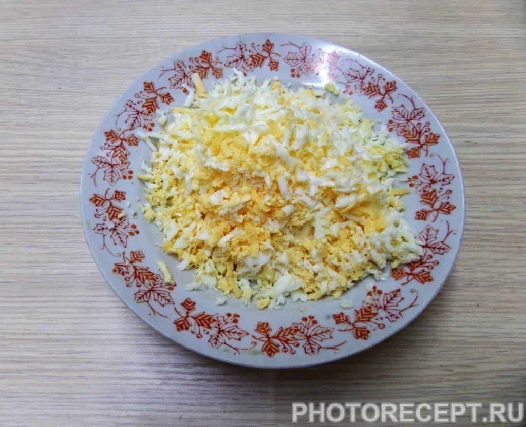 Фото рецепта - Салат с куриной грудкой и грецкими орехами - шаг 5