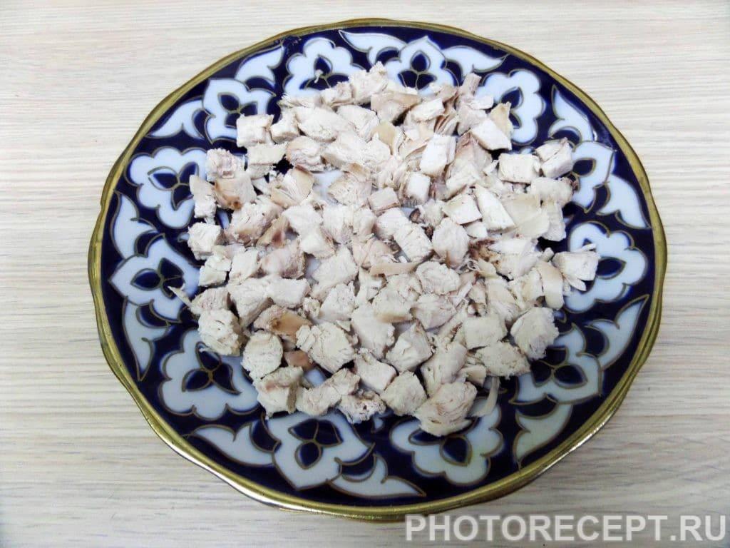 Фото рецепта - Салат с куриной грудкой и грецкими орехами - шаг 6