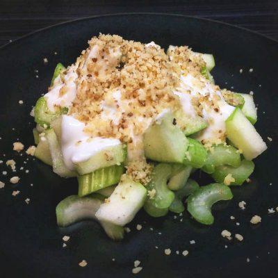 Салат с сельдереем и яблоком - рецепт с фото