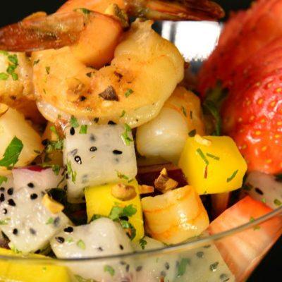 Азиатский фруктовый салат коктейль с креветками - рецепт с фото