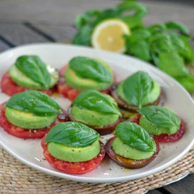 Быстрая закуска из авокадо и томатов - рецепт с фото