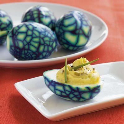 Фаршированные яйца «динозавра» - рецепт с фото