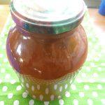 Спелые помидоры в томатном соке
